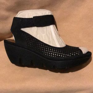 **SEXY but COMFORTABLE wedges-Clarks